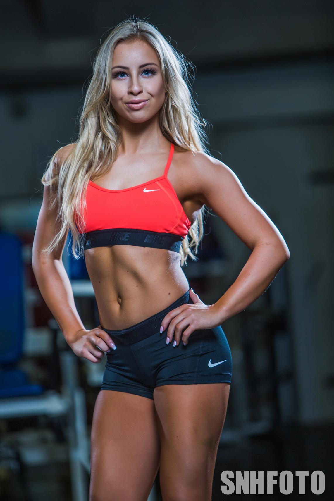 Hot female fitness stars