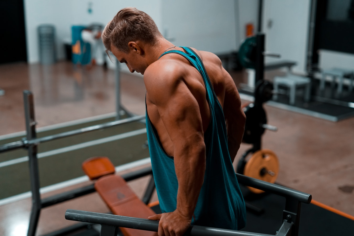Ultimate Guide in Looking For The Best Men's Tank Top