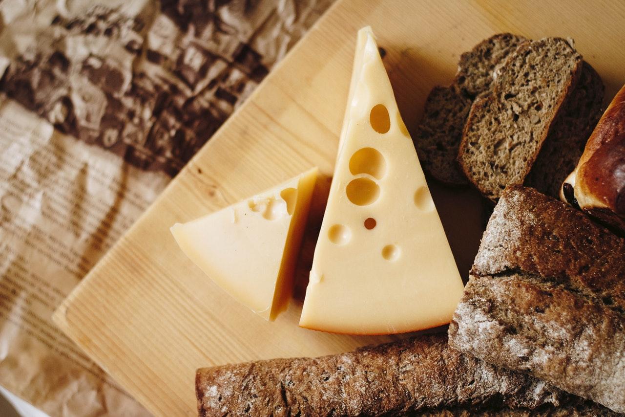 foods-keeping-you-awake-4-cheese