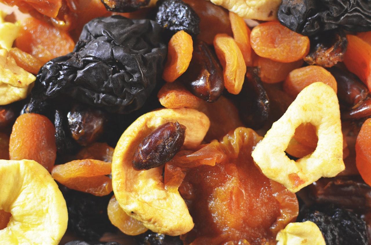 foods-keeping-you-awake-7-dried-fruit