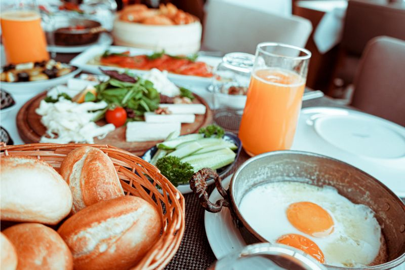 healthier-diet-choices-over-the-holidays-4-the-usual-all-inclusive-breakfast-menus