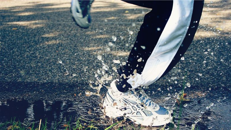 benefits-of-exercising-in-the-rain-3-its-incredibly-stress-relieving