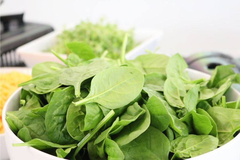 foods-to-combat-the-signs-of-ageing-8-spinach