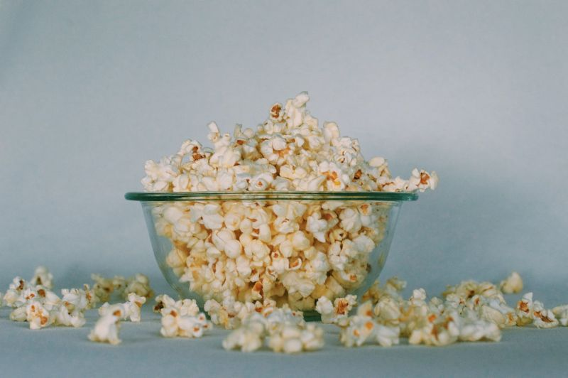 foods-that-kill-the-mood-for-sensuality-6-microwave-popcorn